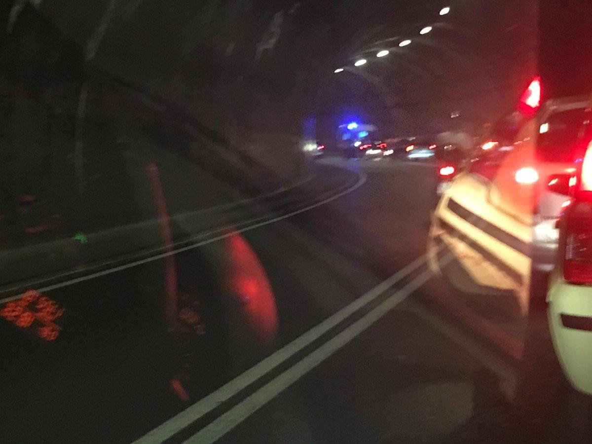 Incidente all'interno della Galleria Sandrinelli, coinvolto un ciclista