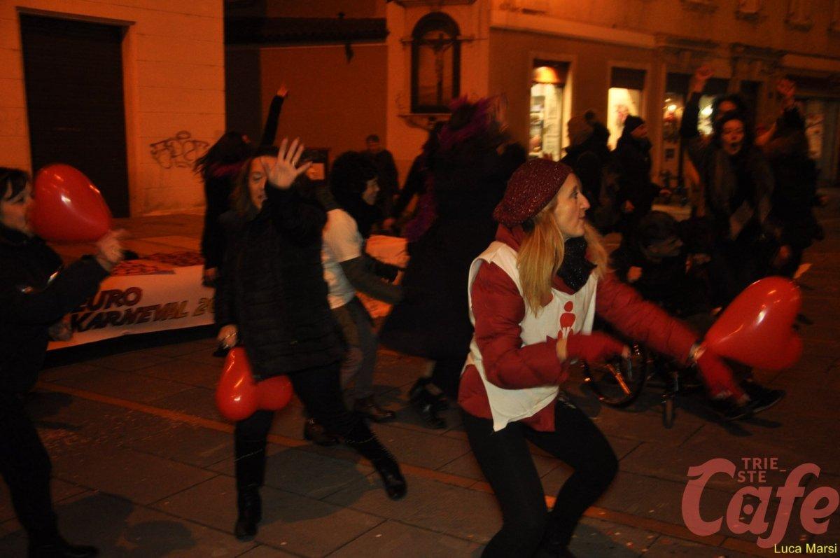 One Billion Rising, corteo e flash-mob per dire No alla Violenza sulle donne (FOTO-VIDEO)
