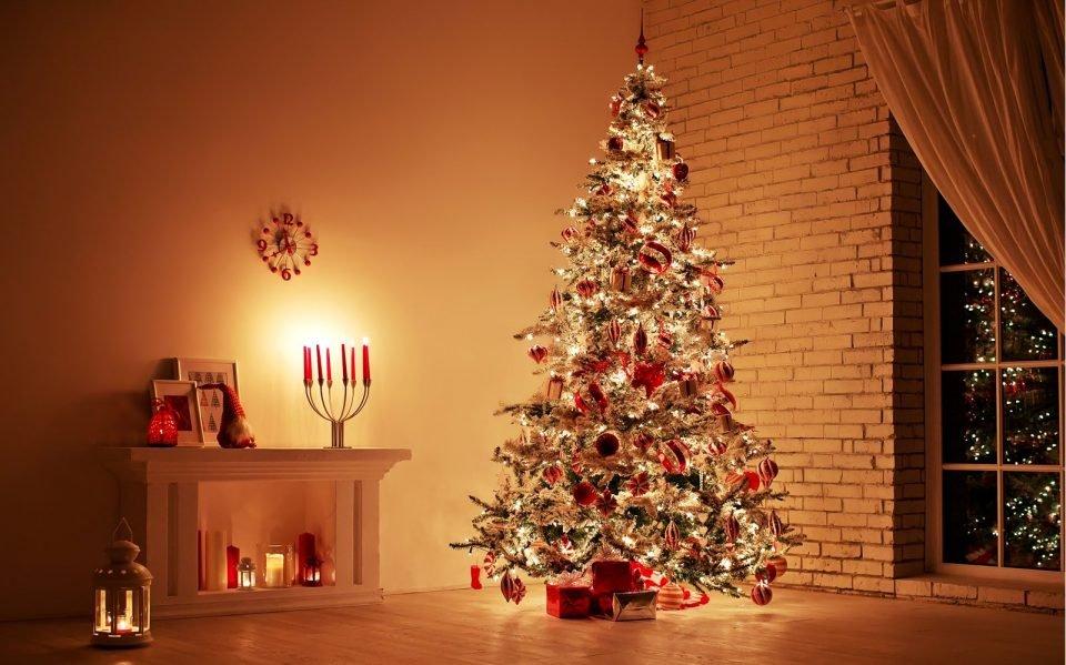Fvg, a fuoco l'albero di Natale: 4 all'ospedale