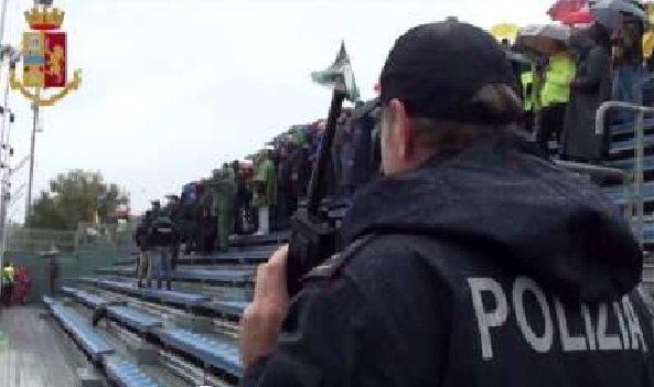 Getta birra addosso alla polizia, Daspo di 5 anni nei confronti di un tifoso del Pordenone Calcio
