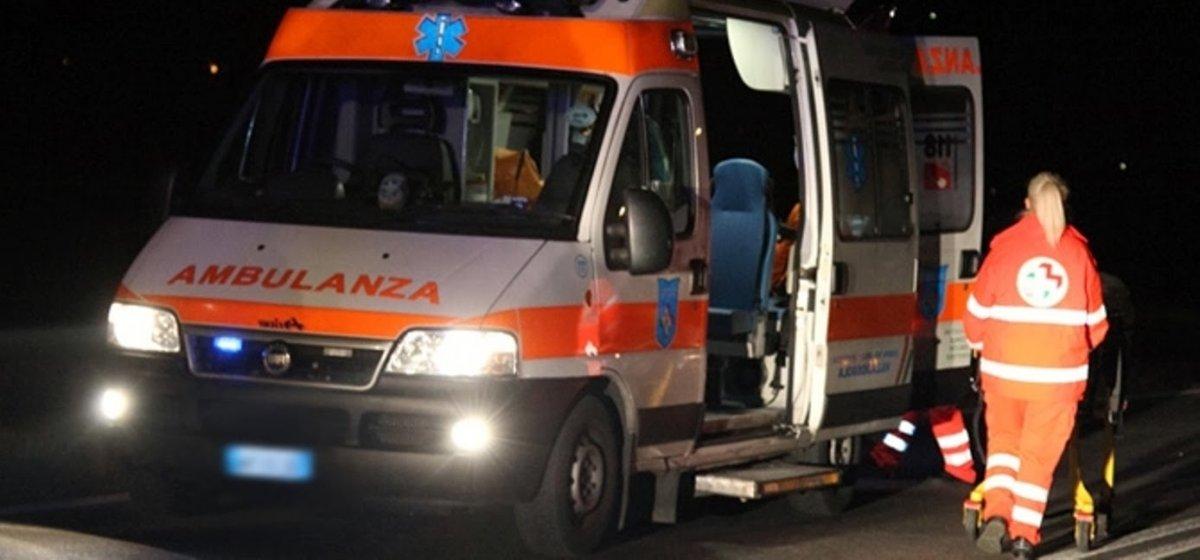 Fvg, grave incidente: auto finisce in un fosso, 22enne all'ospedale