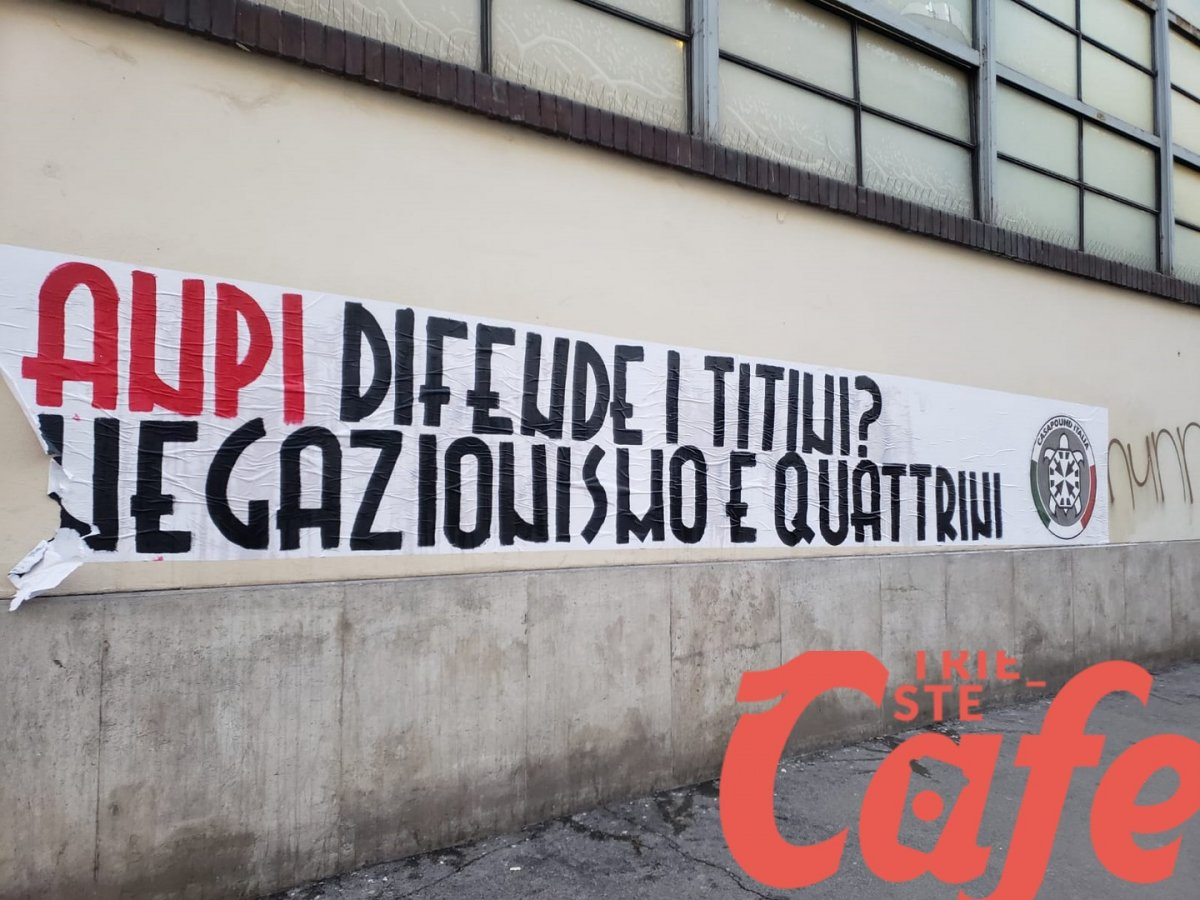 Casapound scatenata, ancora striscioni a Trieste: «Anpi difende i Titini. Negazionismo e quattrini»