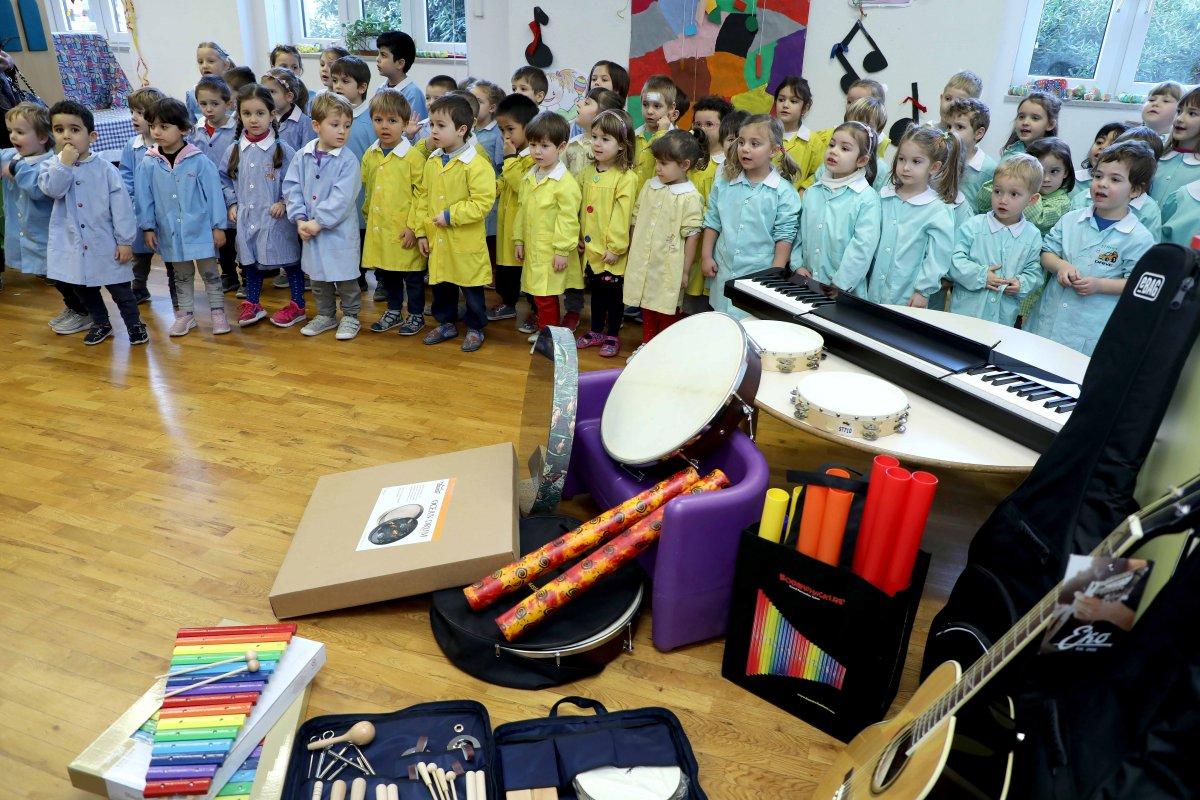 Bando Scuola Fondazione Trieste, alla scuola Giochi delle Stelle consegnati gli strumenti musicali per i piccoli alunni