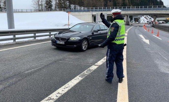 Coronavirus, Italia in quarantena: l'Austria blocca il confine al Brennero