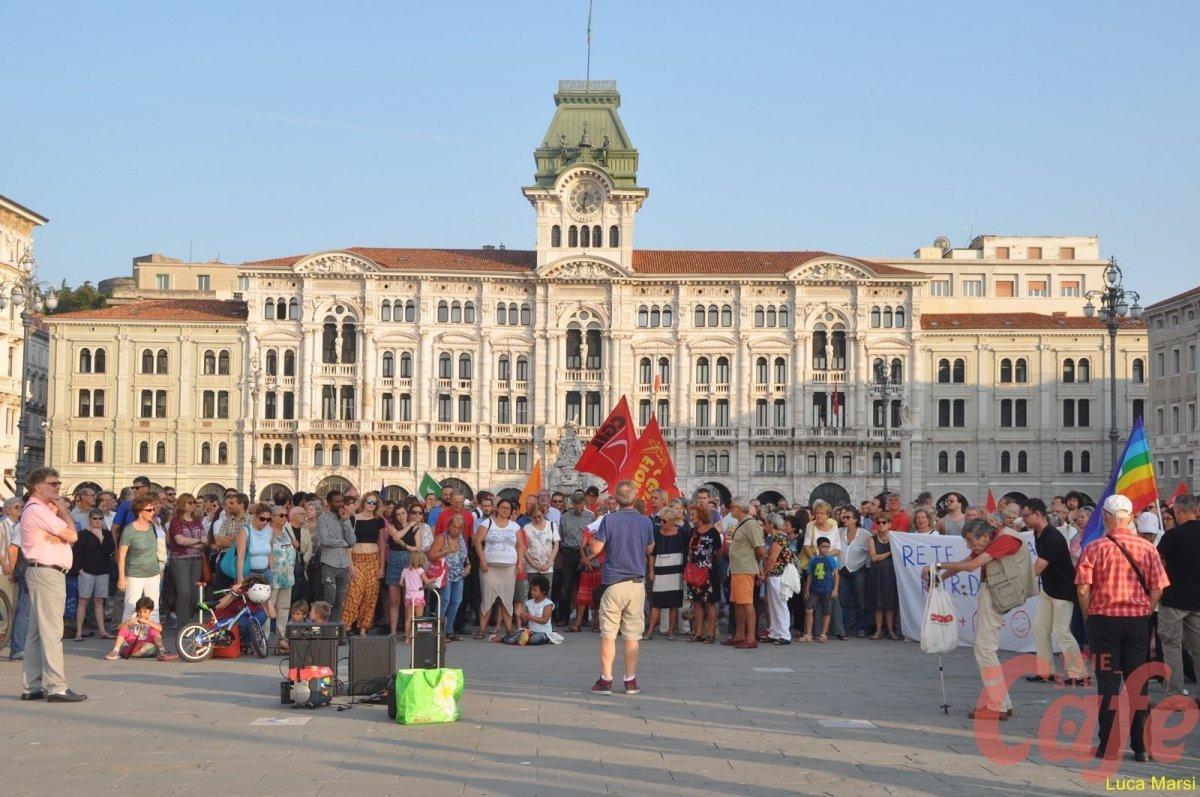 Presidio Antirazzista in piazza Unità (VIDEO)