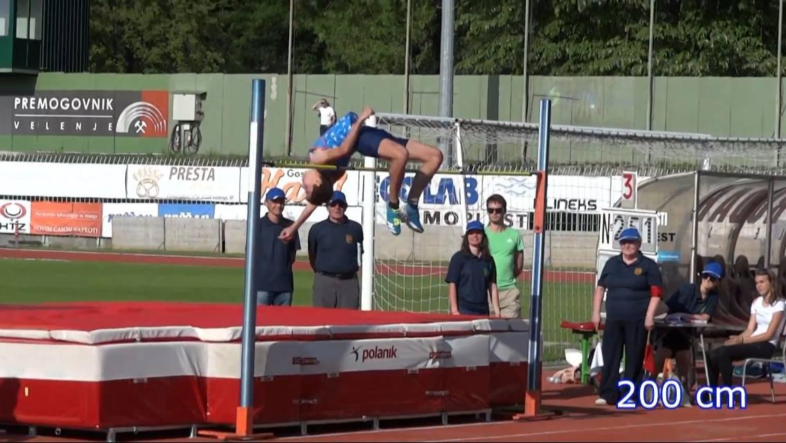 Salto in alto under 16, lo sloveno Sandro Tomassini centra il record del mondo! (VIDEO)
