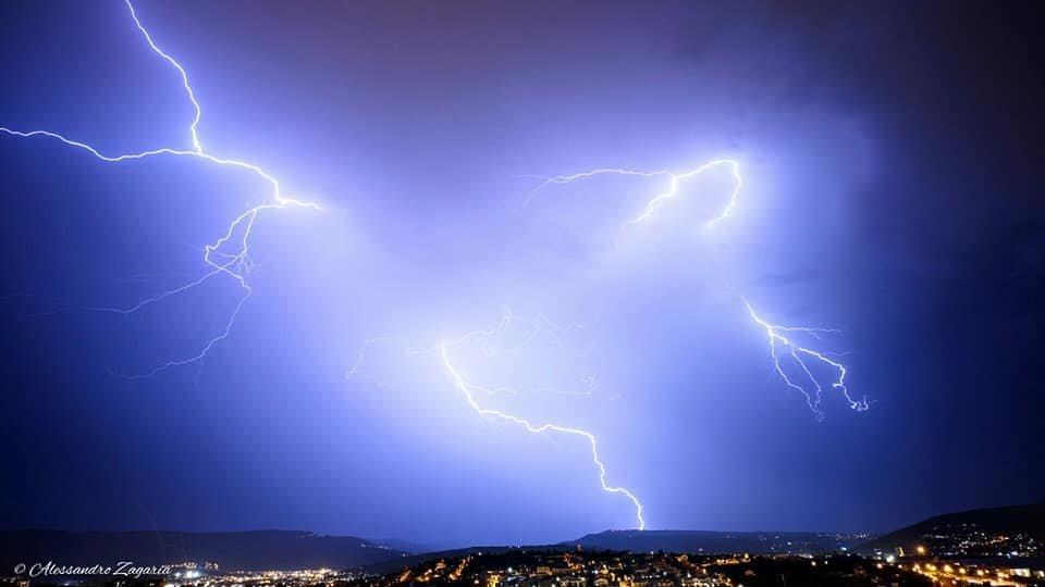 Lo SPETTACOLO dei fulmini questa notte a Trieste
