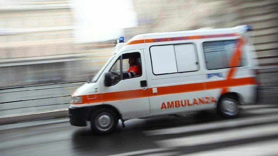 Piazza Tommaseo, scontro auto - scooter: persona ferita