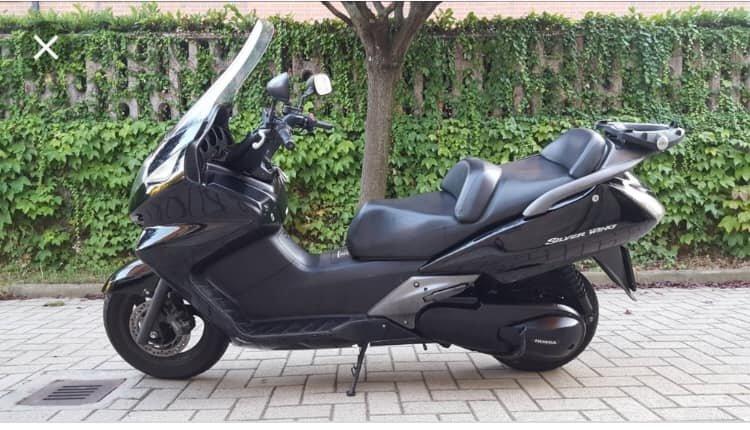 Roiano, rubato uno scooter Honda silver wing nero: l'appello del proprietario