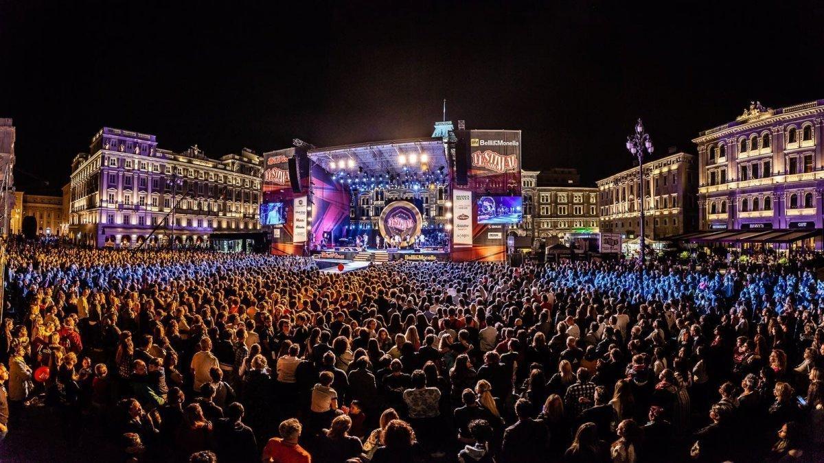 Festival Show a Trieste, entusiasmo alle stelle per Elettra Lamborghini, Vecchioni, The Kolors e tanti altri!