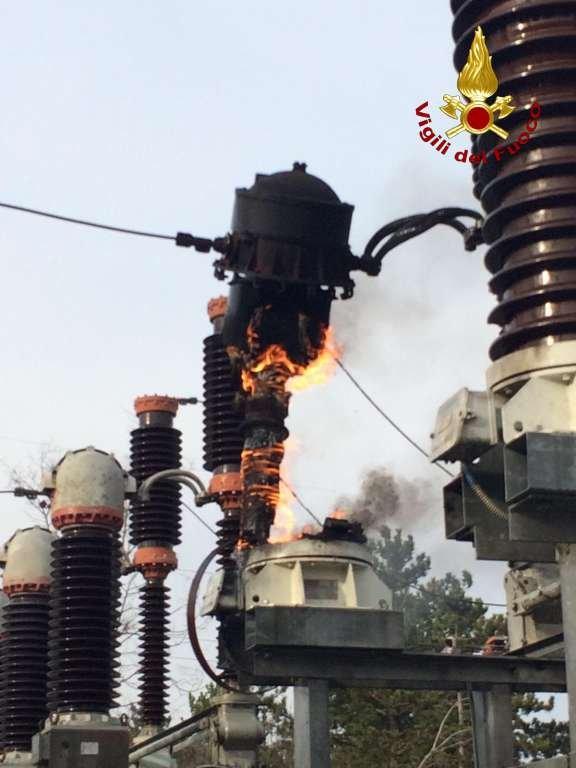 Incendio nella stazione di trasformazione elettrica a Opicina