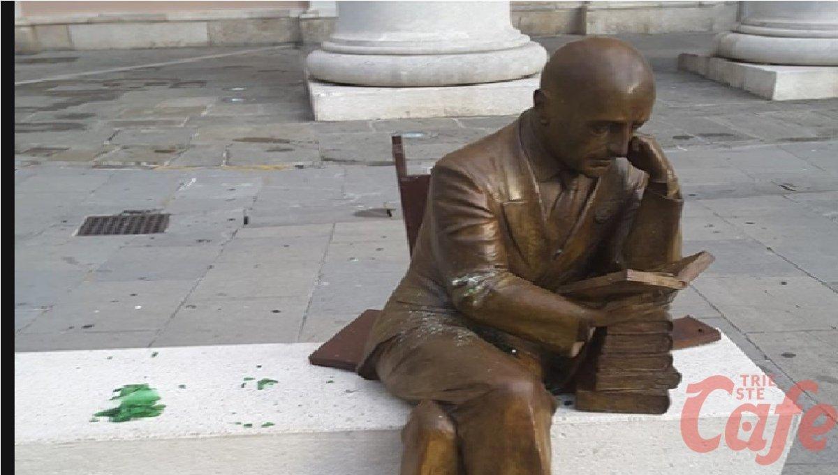 Imbrattata la statua di D'Annunzio