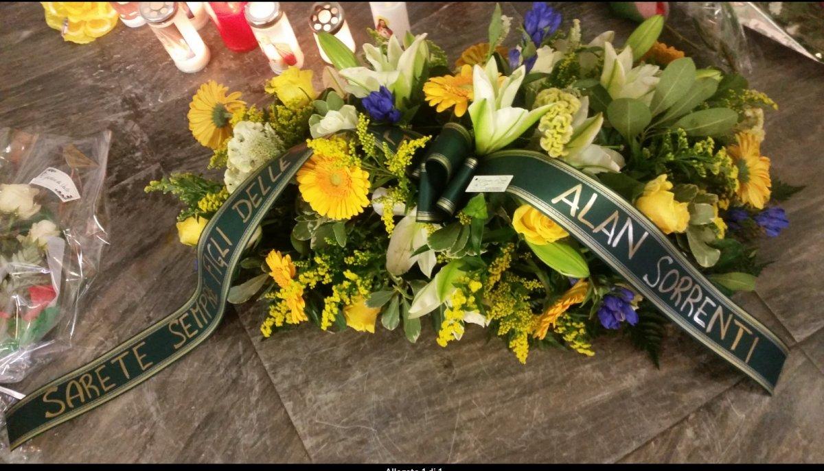 Gli omaggi floreali di Alan Sorrenti ai nostri due