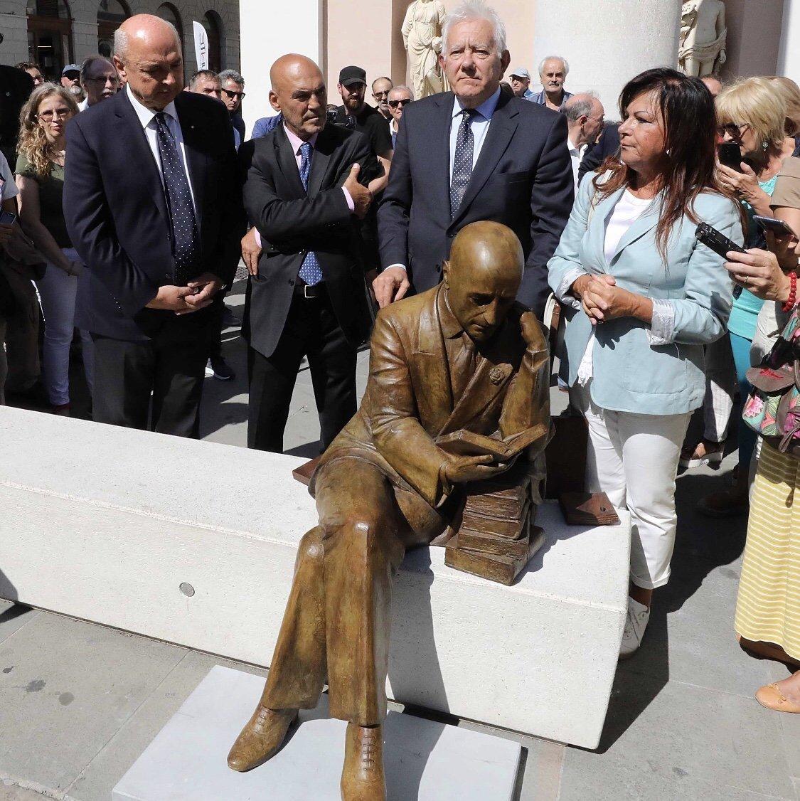 Cerimonia di scoprimento della statua di Gabriele d'Annunzio