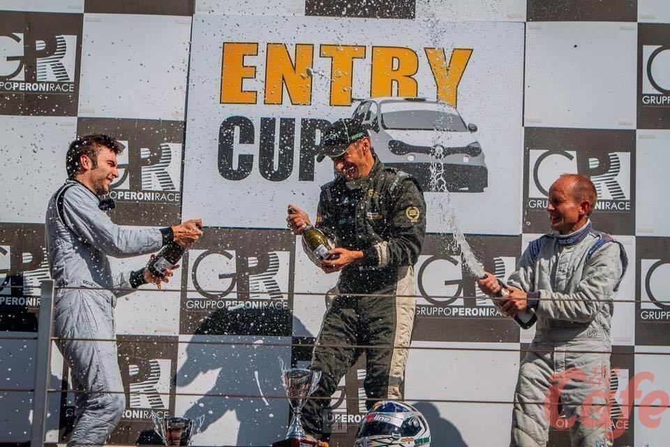 Automobilismo, Matthias Lodi chiama a raccolta gli sponsor: «Soldi solo per una parte della stagione»