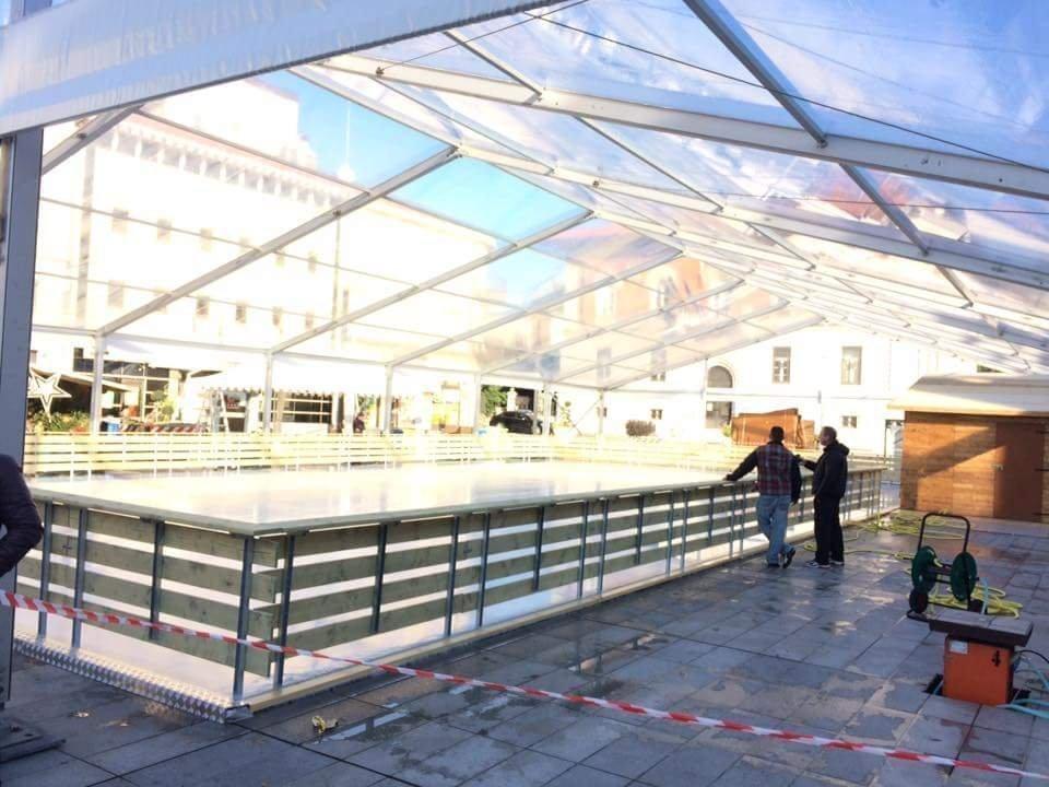 Dalla pista di ghiaccio in piazza della Borsa (VIDEO)