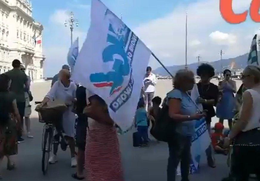 Stabilizzazione precari scuole materne, protesta in piazza Unità (VIDEO)