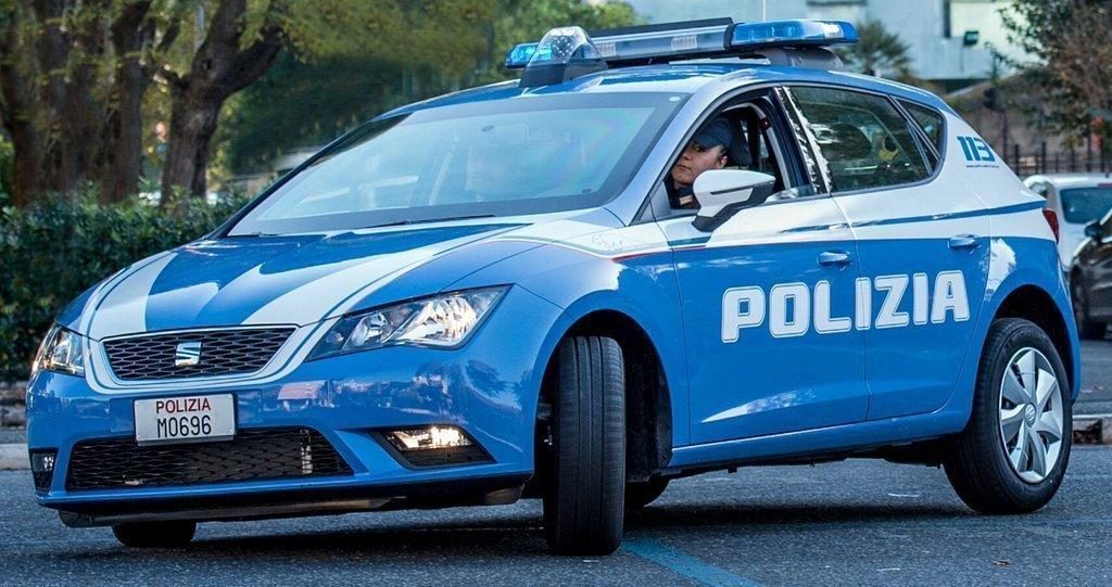 Corso Saba: fa la pipì davanti a tutti, poi crea problemi alla polizia