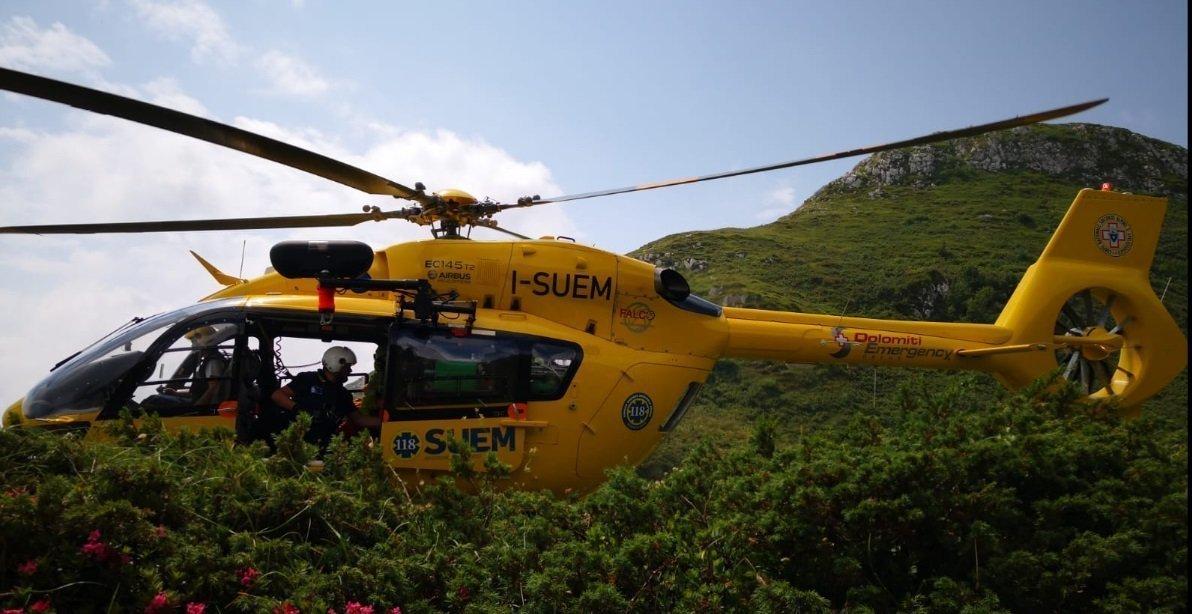 In corso un soccorso per un parapendista caduto