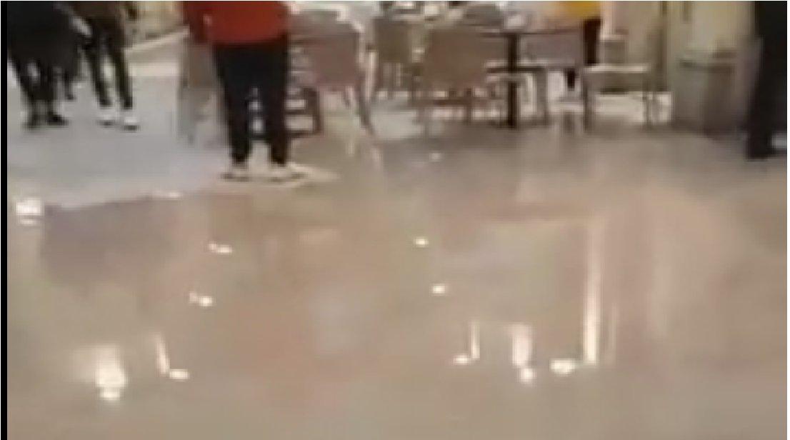 Maltempo, allagamenti nella Galleria Tergesteo (VIDEO)