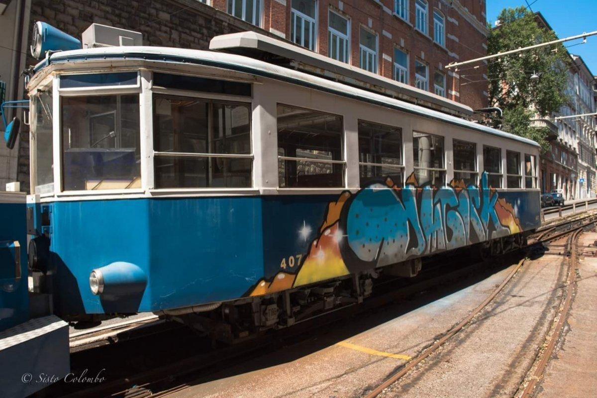 Caso tram, l'assessore Giorgi: «Vandali mone, graffito figo»