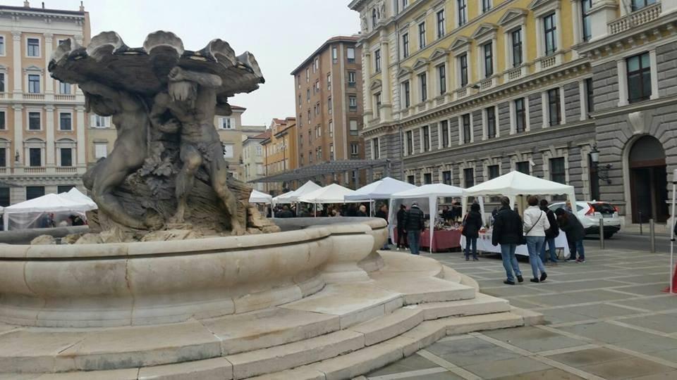 Mercato dei Tritoni, sabato in piazza Vittorio Veneto vetrina dedicata ad antiquariato e modernariato