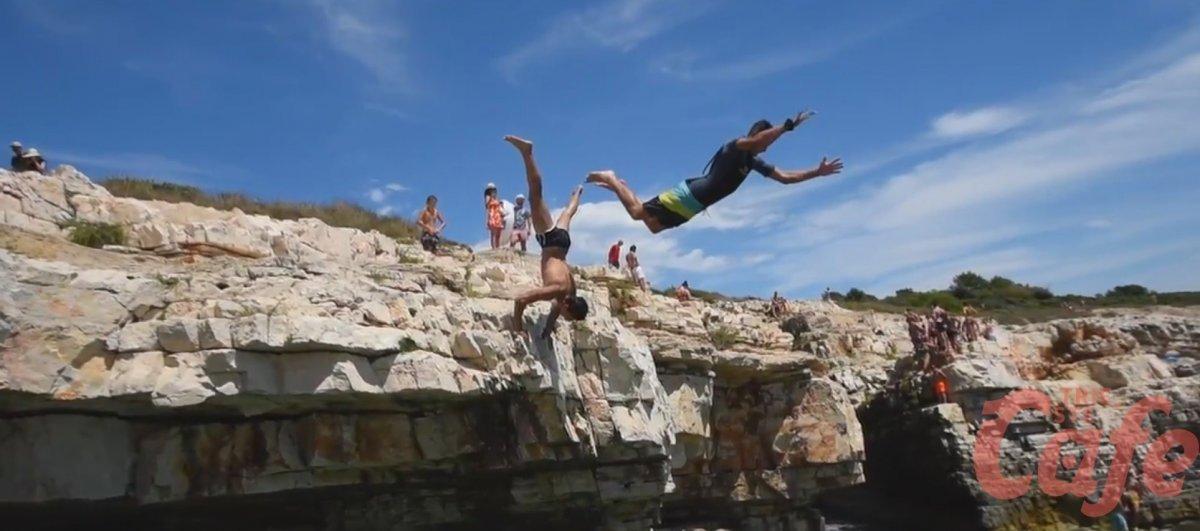 Tuffi mozzafiato in Croazia: grande successo per il video di un quindicenne triestino (VIDEO)