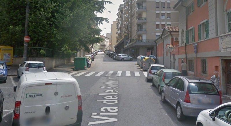 Urla, citofona e sfonda portone in via Settefontane: poi aggredisce gli agenti di Polizia